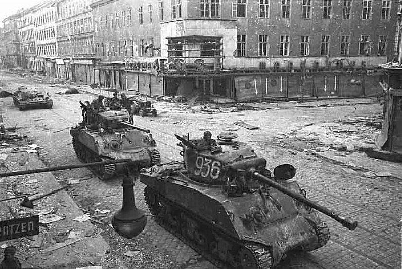 Entrada de tanques rusos en Viena